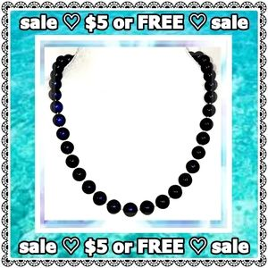 Jewelry - 💟 SALE 💟 Blue lustrous beaded necklace